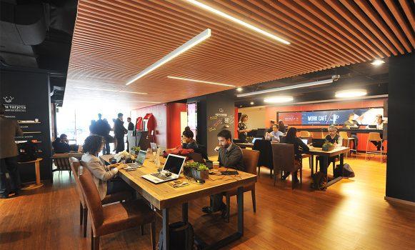 Santander anuncia in dita extensi n horaria en la banca for Horario oficinas banco santander barcelona