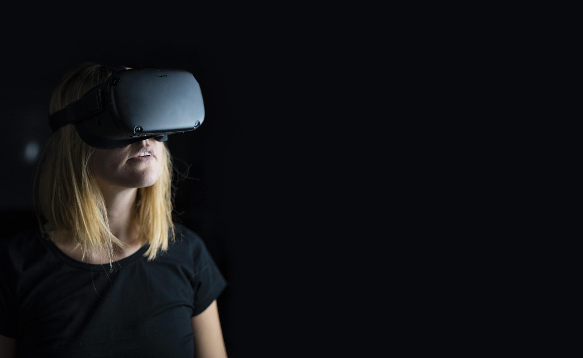 virtual-reality-4490469_1920.jpg