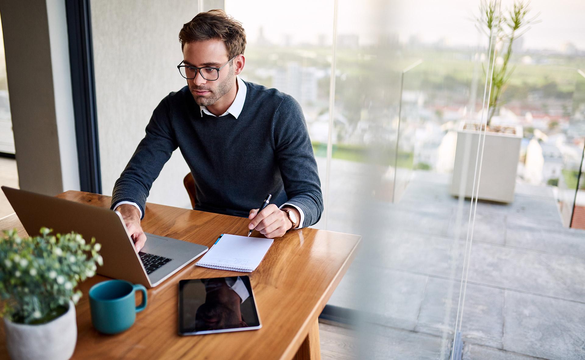 Hot-desking-trabajo-empresa-mesas-calientes-nueva-tendencia-vuelta-oficinas-empleo-app-sitios-teletrabajo-interior.jpg